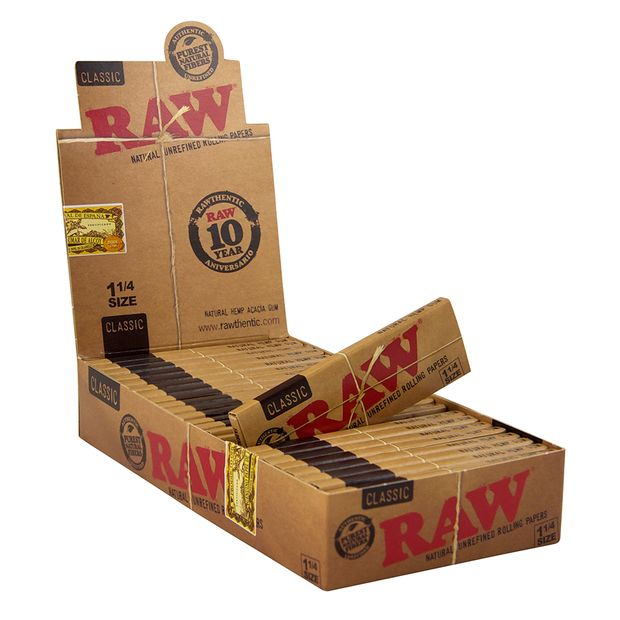 RAW Classic 1 1/4 Cigarette Papers Medium Size Unbleached